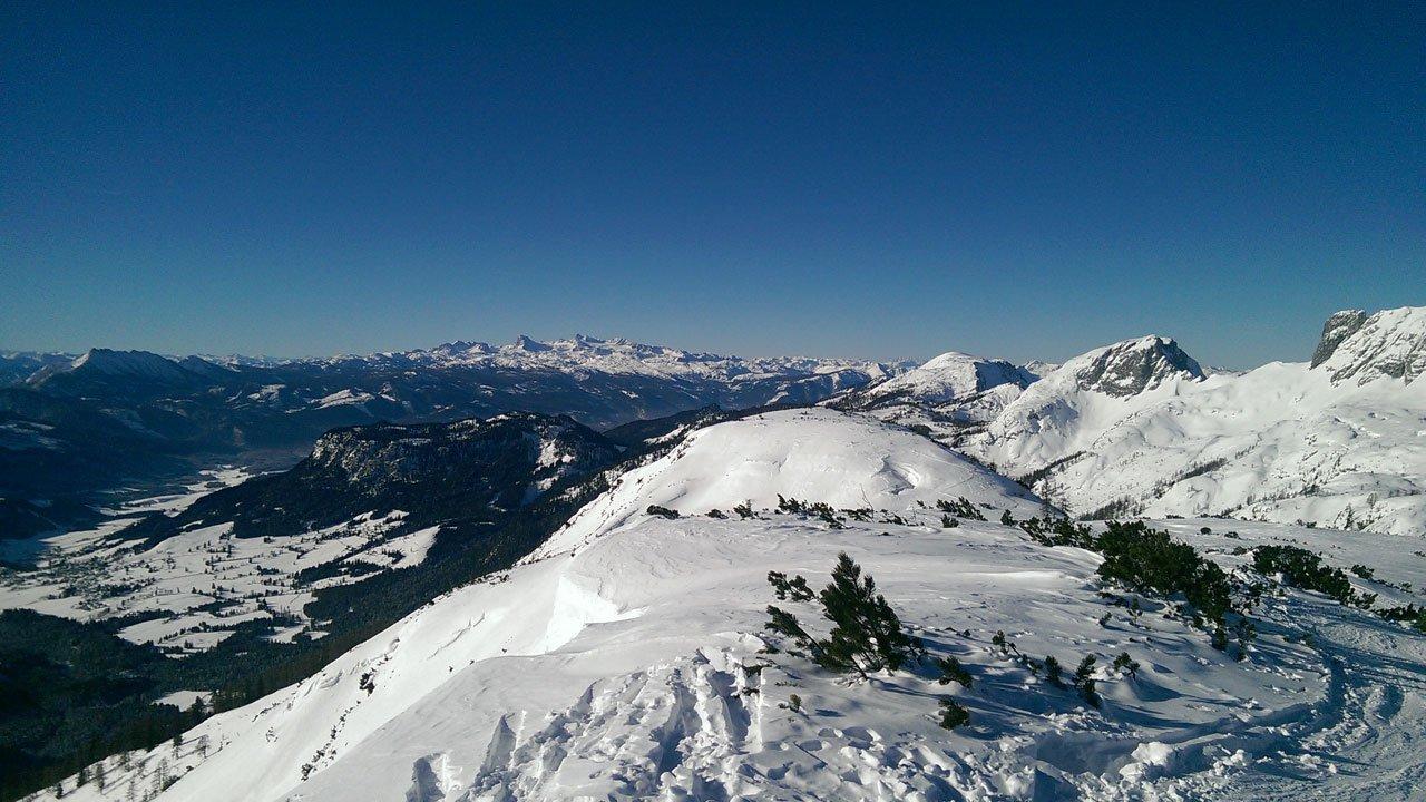 Blick auf Dachstein und Skigebiet die Tauplitz